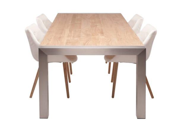 Model Mexico RVS tafelframe met houtenblad en vier stoelen in kamer
